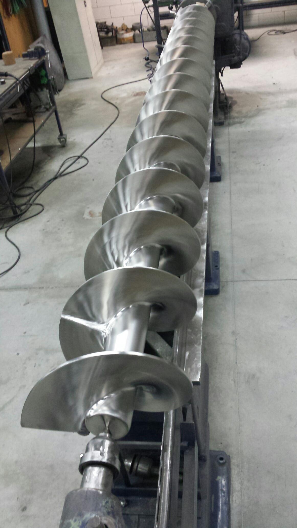 Conveyor screw ground polished welds