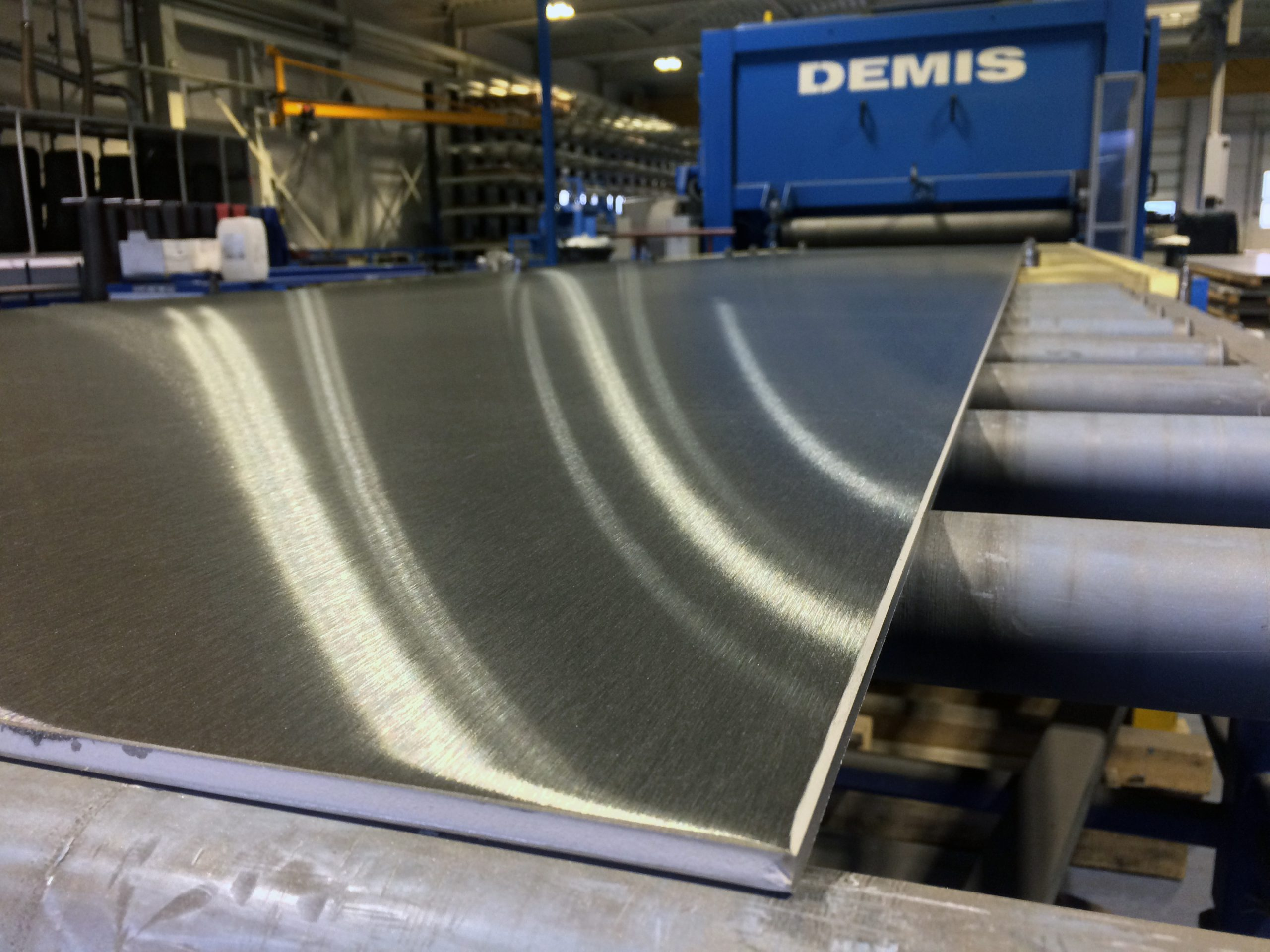 Polished hot rolled stainless steel sheet