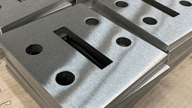These foot plates are placed on the ground where the baluster is placed. Usually only the top and the edge of the base plate are ground.