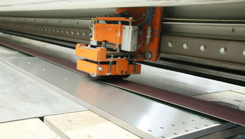 A stainless steel plate is ground with Longbelt grinding technique.